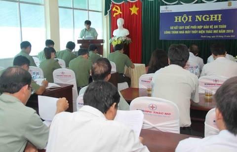 Phó Tổng Giám đốc Đinh Văn Sơn phát biểu trước Hội nghị